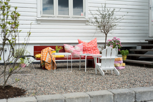 summer outdoor living (via Fjeldborg)