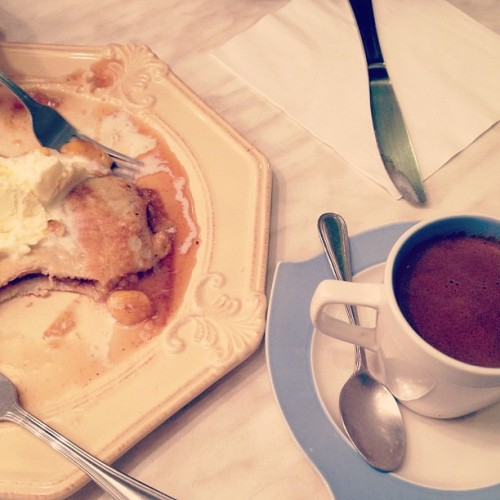 Banana's Foster and Paris-Manila Hot Chocolate for dessert 👌 (Taken with Instagram at La Crêperie)