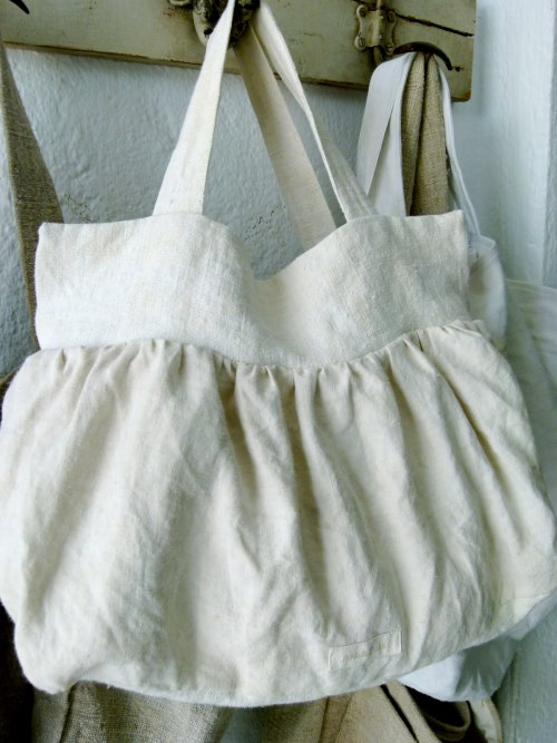 source: Ana & Cuca ~ love this linen bag