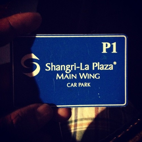 3 hours in the making para makapagpark! #shangrila #carpark #badtrip (Taken with Instagram)