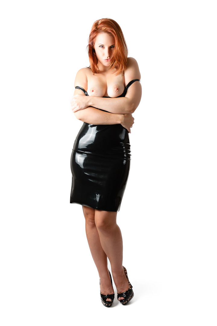 @Chrissy_Daniels in black latex