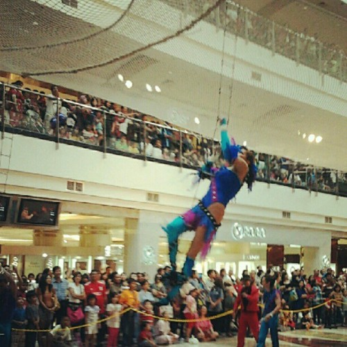 """The Return of Russian Flying Trapeze"" @PondokIndahMall #jakartahariini #jakartadiary #jakarta #jakartaselatan #flyingtrapeze #andrography #fotodroid  (Taken with Instagram)"