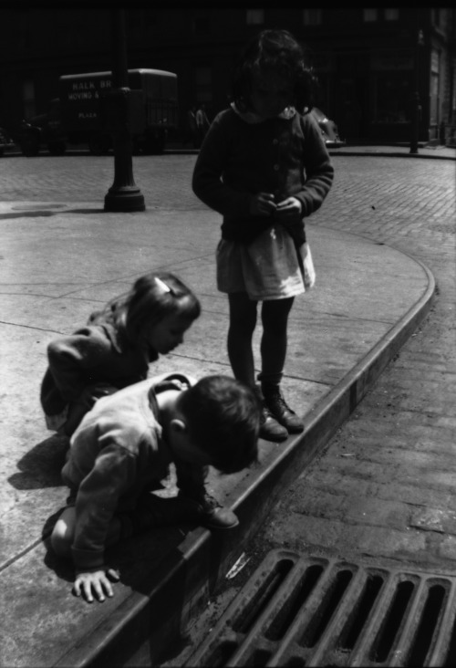 Walker Evans  Children Playing on Sidewalk Next to Gutter Grating, New York City, 1928-33