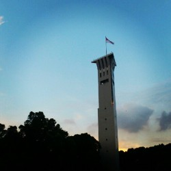 #Singapore #sunset #sky #architecture #cloud #ns #saf #safti #tower (Taken with Instagram)