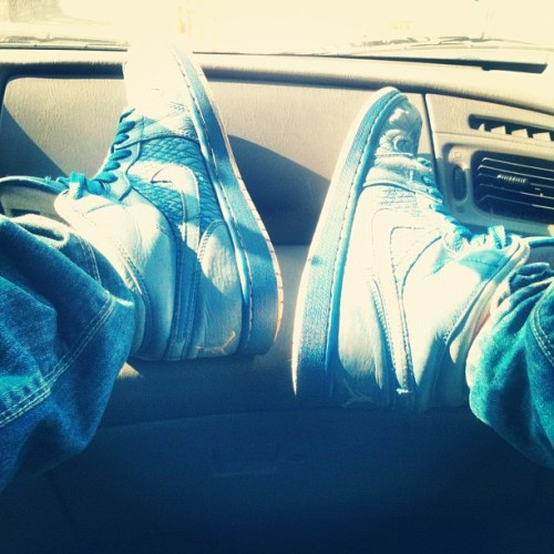MY JORDANS 💙💙 #airjordan #jordan #retro #nike #blue #swag #swagg #chile #santiagodechile #bored #iphonic #iphone #iphonesia #iphoneonly #f4f #follow #damn #love #basketball #dope (Tomada con Instagram)