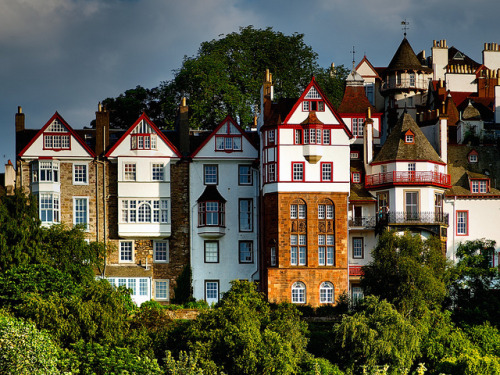 greetingsfrombritannia:  Houses on Ramsay Gardens, Edinburgh | via theliverpooldays
