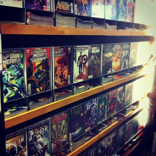 imkkindabusy:  #marvel #comicbooks (Taken with Instagram at Marvel Comic Book Shop)  the jealousy I have..