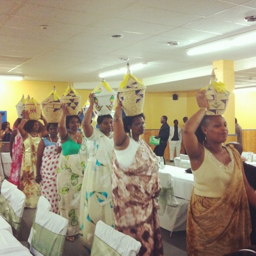 bowtienoir:  Gutwikurura🎁🎉 #burundi #wedding #africanwedding  (Taken with Instagram)
