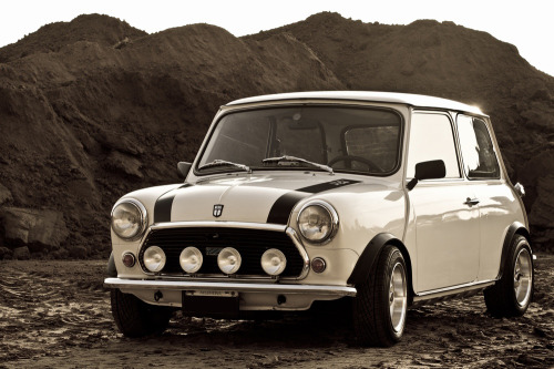 Another shot of my Classic Austin Mini 1000HL Year 1981 Wow, great car, great place and great pic. Thanks a lot!