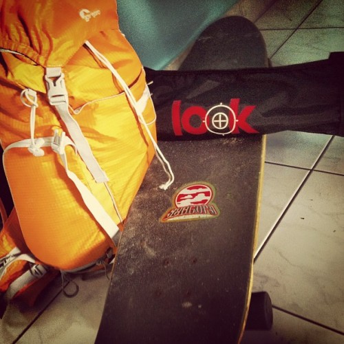Tripod, longboard & camerabag! Vamos a shootea! (Taken with Instagram)