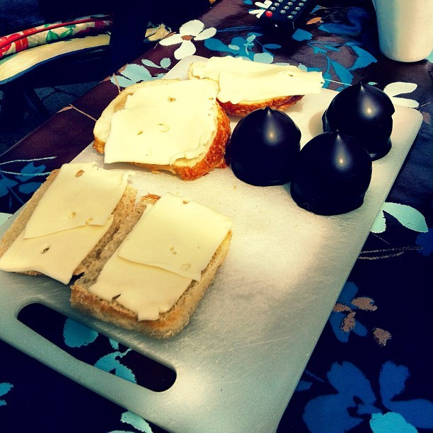 futureterritory:  Sliced cheese on white bread and a cream puff. Oldschool Danish style. #copenhagen #food #foodporn #creampuff #cheese #danish #bread (Taken with Instagram)