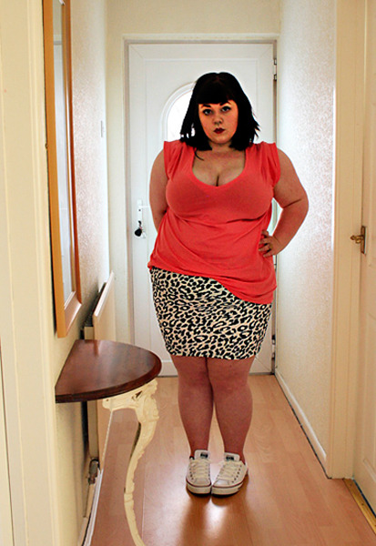 So cute. Seriously bodycon skirt + trainers is something I should do more. Its so cool. Also, I am strangely endeared by that little side table.