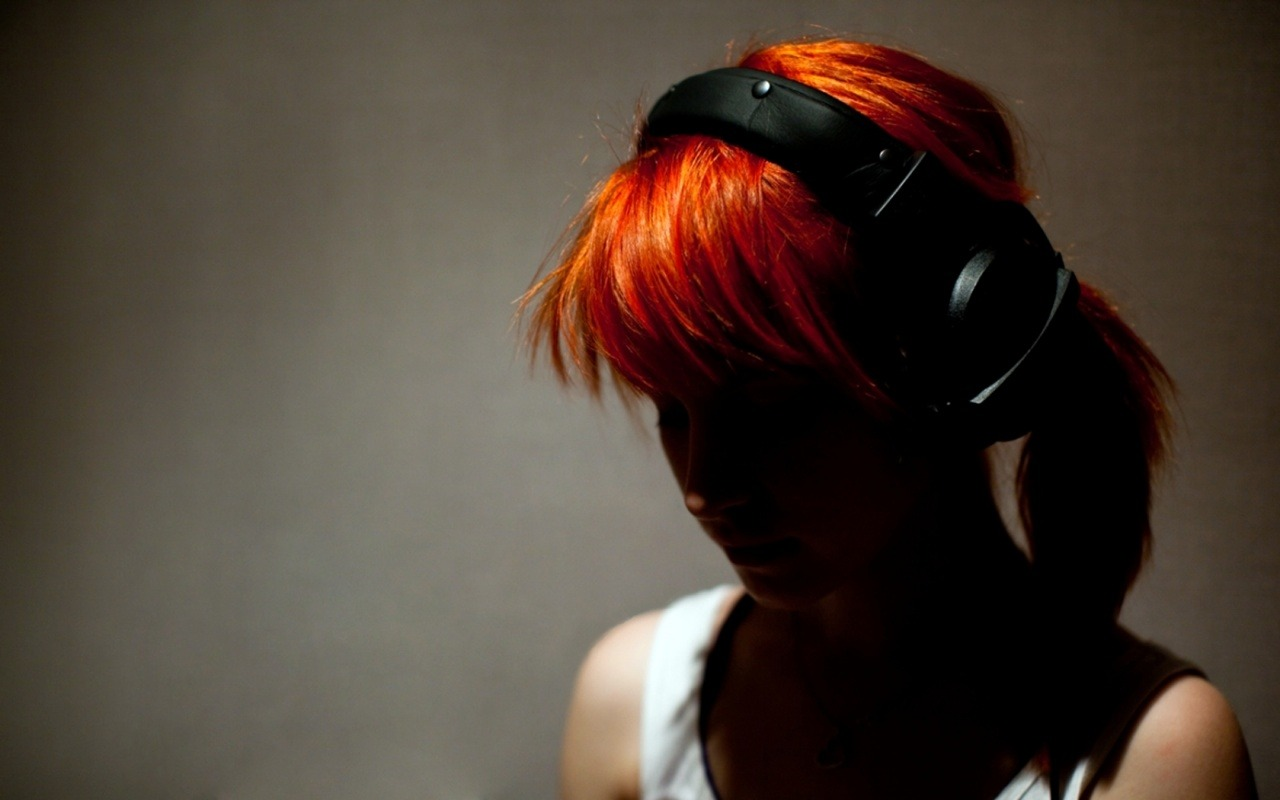 Halley Williams headphones