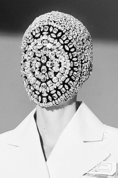 modne:  The Beauty Of Runway… No.21, Maison Martin Margiela Haute Couture, Autumn/Winter 2012. @MODNE| facebook.