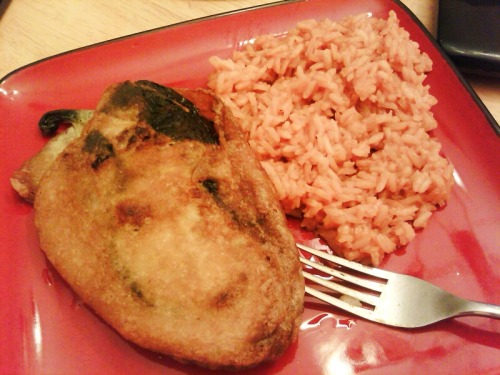 mexicanfoodporn:  Stuffed Poblano Pepper and rice on the side… BOOM!  starrbrightdreamer:  Chile Relleno con Arroz! Me salieron Deliciosos! ;)