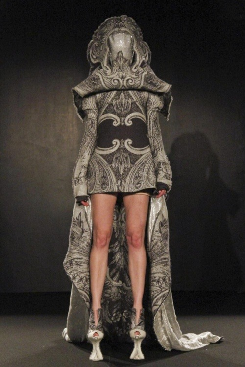 superpsychgeek:  Jan Taminiau Couture Spring Summer 2011