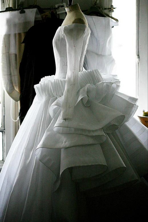 hautekills:  Toile look inside the atelier for Christian Dior haute couture s/s 2009