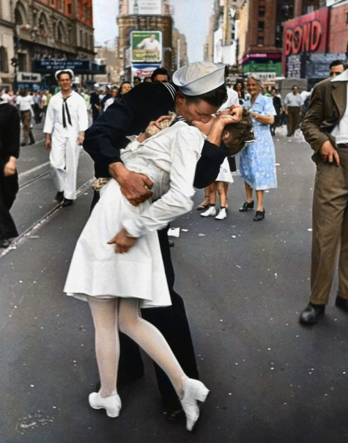 "cosascool:  Famous Times Square Kiss in Color Black and white version of this photograph by Alfred Eisenstaedt. It was taken on V-J Day in Times Square and was published in Life magazine in 1945.Reddit user mygrapefruit colorized the photo using Photoshop CS 5 on a Wacom tablet. ""I found some vintage postcards of Times Square to figure out the color of the buildings and some signs,"" she said. ""The rest of the colors I guessed by using common sense."""