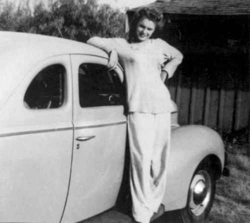 #Marilynettes ~ Norma Jeane posing in front of a car at Lake Sherwood in California. [1942]