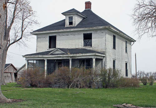 previouslylovedplaces:  Rural Macoupin County, Illinois - Abandoned Farmhouse N. of Nilwood (3 of 3) by myoldpostcards on Flickr.