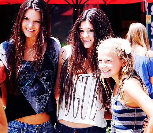6/50 pictures of Kendall and Kylie