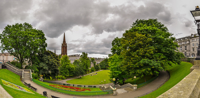 Union Terrace Gardens panorama on Flickr.Via Flickr: really wasn't sure about this one. I wanted to give it a bit of a stylized look, but on the laptop it looked ok, on the other monitor it didn't. so we'll see how long this stays on here.
