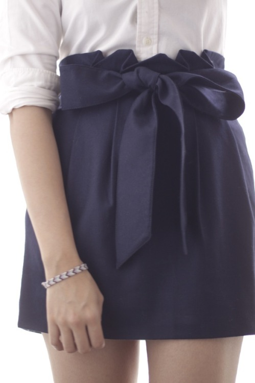 lovinglifeandlilly:  Navy and white. Classic.