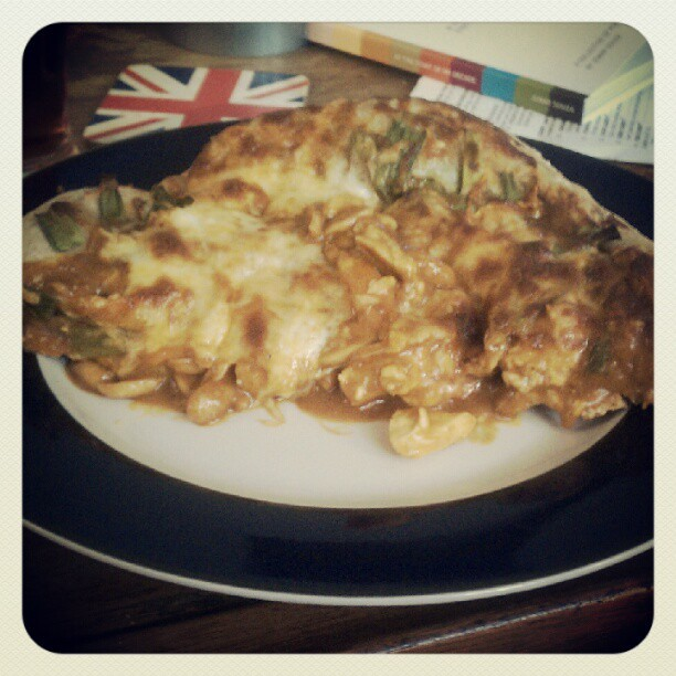 Homemade Thai Chicken Pizza. Oh hell yes http://instagr.am/p/NH570FxCSu/