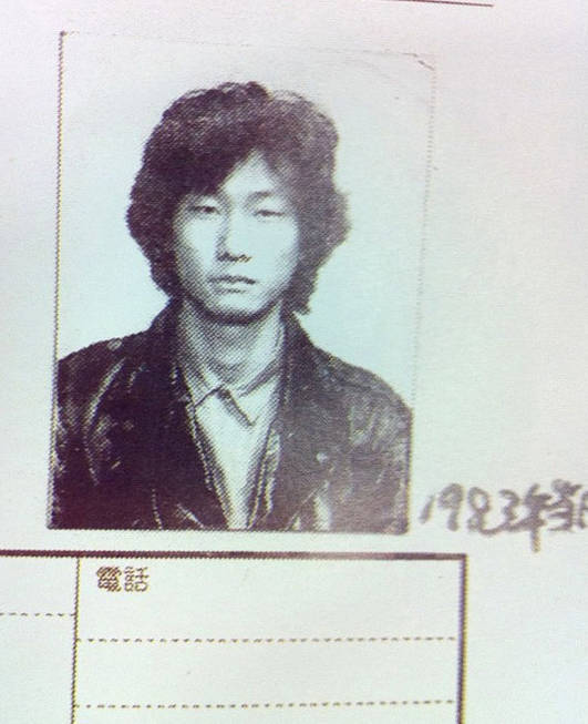 lowtax:  circusofworldstruggle:  Hideo Kojima in high school. what a yankee.  omg he looks like such a delinquent  BANCHOU KOJIMA