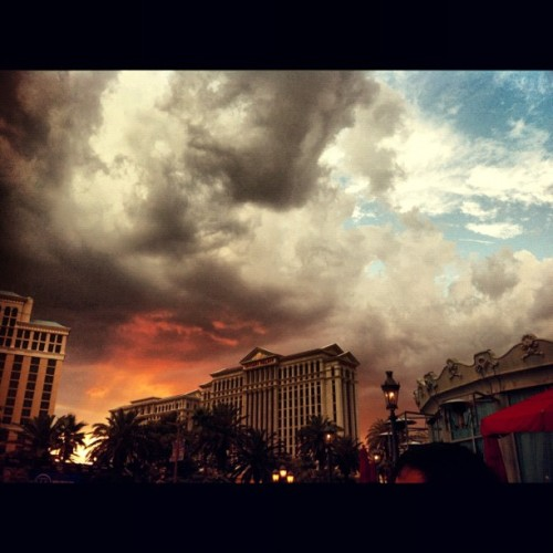 #CaesarsPalace #LasVegas #GoldenHour #Sky #Clouds #iPhonography    (Taken with Instagram at Las Vegas)