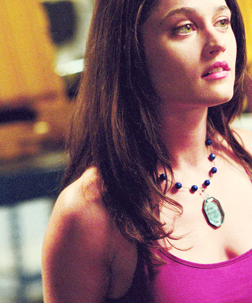 strawberries-andcream:  → 16/100 pictures of Robin Tunney
