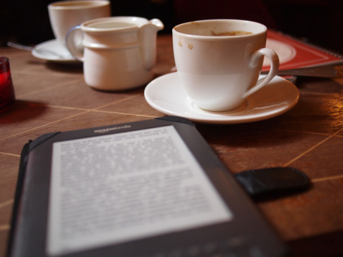 Having a coffee, and reading on the Kindle (by Geir Halvorsen)