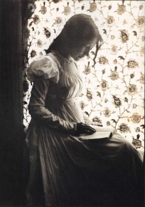 suicideblonde:  Gertrude Käsebier (1852-1934)  Women who read are dangerous