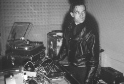 thesixthear:  Ralf Hutter of Kraftwerk in the studio.