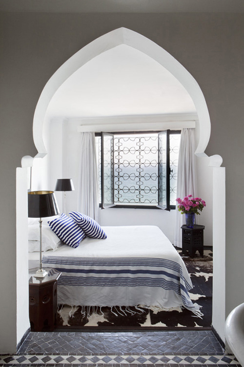 asian architectural element for this suggestive bedroom