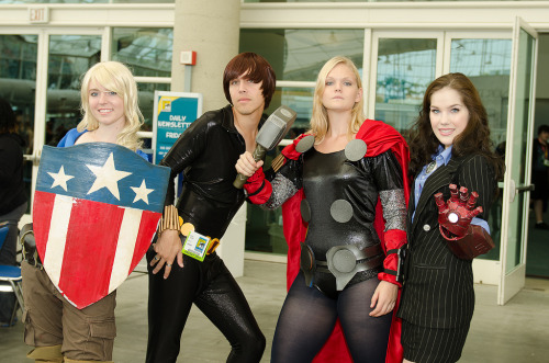 Awesome gender-bent Avengers cosplayers! via lilprince:  keaneoncomics:  Gender-Bent Avengers (by Bitspitter).  This is good :D Loving Steve and Tasha XD