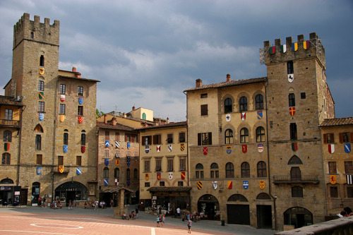 (via The city of Giorgio Vasari, a photo from Arezzo, Tuscany | TrekEarth) Arezzo, Tuscany, Italy