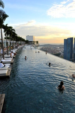 youthfolly:  infinity pool @ singapore!