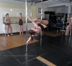 Pole moves : Chinese grip handspring I find this grip so hard and very scary but it's there it's there it's there! :D:D <3