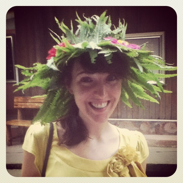 Do you like my hat? These fern-hats are sold in all the small towns around Ya'an.  I saw all the children wearing them during our visit, and secretly wanted one… My host, Tom, bought one for me!  Too fun.  I felt bashful, the tall meiguoren wearing a children's souvenir hat.  But not bashful enough to take the hat off!