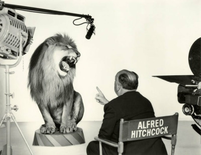Alfred Hitchcock directs the MGM lion circa 1958, photographed by Sinclair Bull. (via Claes Källarsson)