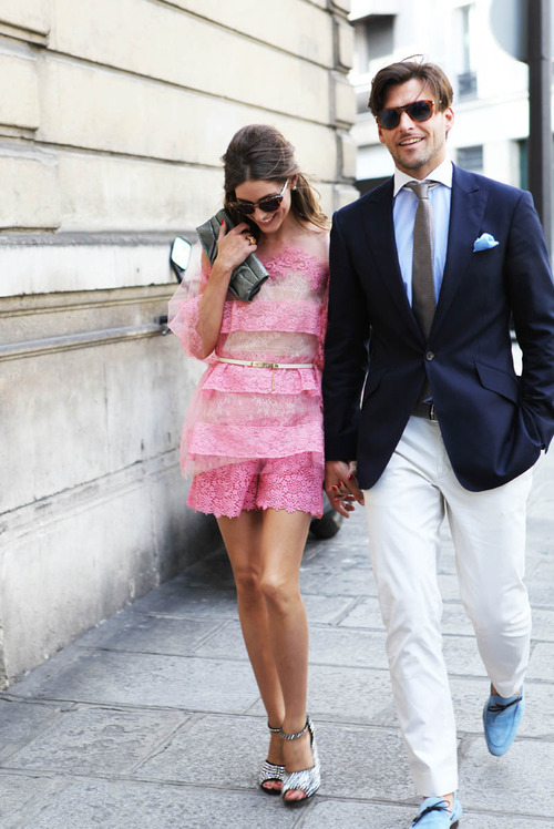 Be a power couple with contrasting outfits!