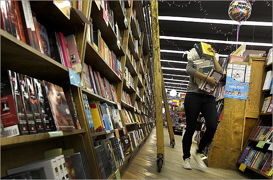 EDITORIAL Bookstores could help bring new life to Downtown Crossing  Macy's is opening a small bookstore section in its Downtown Crossing location, sending an encouraging message about the long-troubled retail district. (David L. Ryan / Globe Staff)