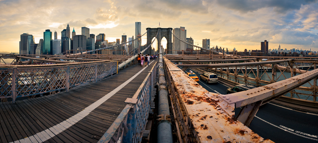 BROOKLYN BRIDGE WALKWAY | coordinates: 40.70569°N 73.99639°W