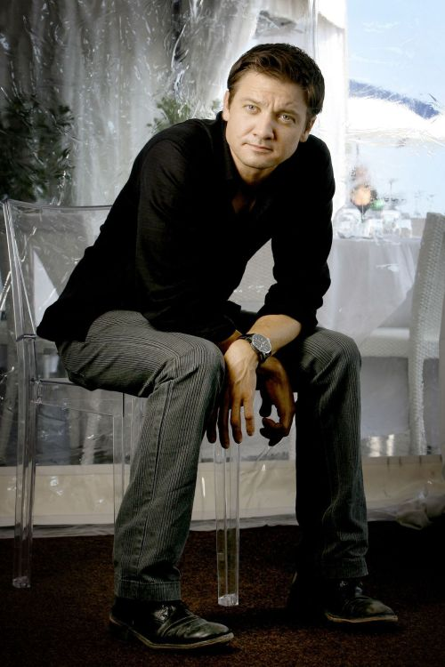 56/100 Pictures from Jeremy Renner