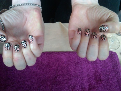 Nails did for @InHerGlory. Check out her rad cushions and shiz x