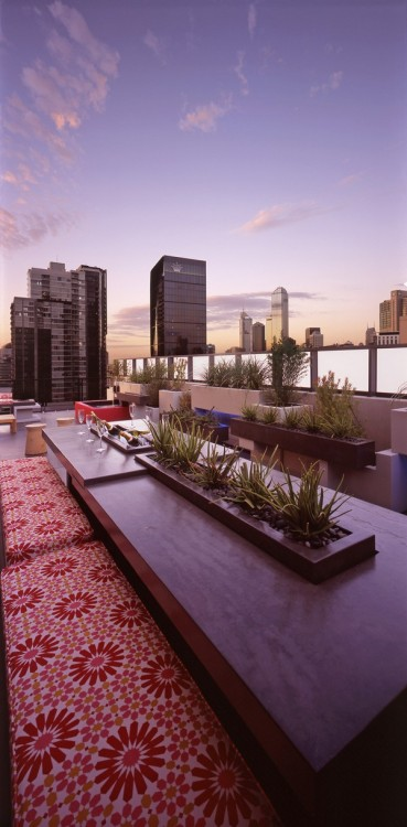 such a cool rooftop dining space! gorge!!