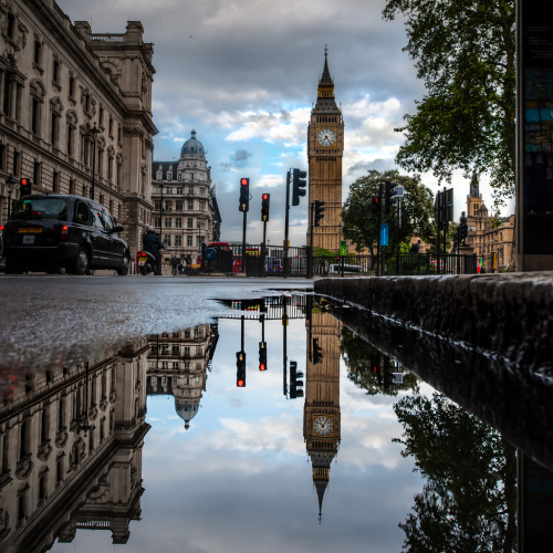 "allthingseurope:  London Reflections (by vulture labs)  Gosh this is beautiful. ""sigh"""