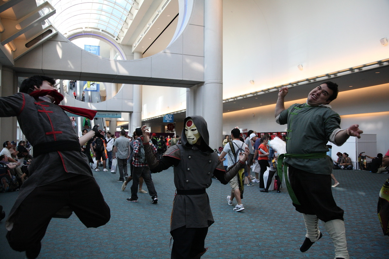shumpe:  Me and my friends bloodbending at SDCC '12. My first cosplay ever as Amon! The Bolin and Mako costumes were done by volantedesign.tumblr.com high quality stuff.  I just had to share this awesome picture. Enjoy. Also, this guy's Amon costume is fantastic!
