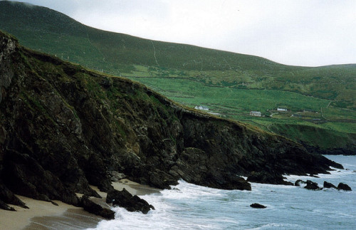 savvydarling:  Ireland's West Coast (11). by Diego's sideburns on Flickr.  I want to be here so bad :/